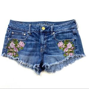 American Eagle Floral Embroidered Short Size 4